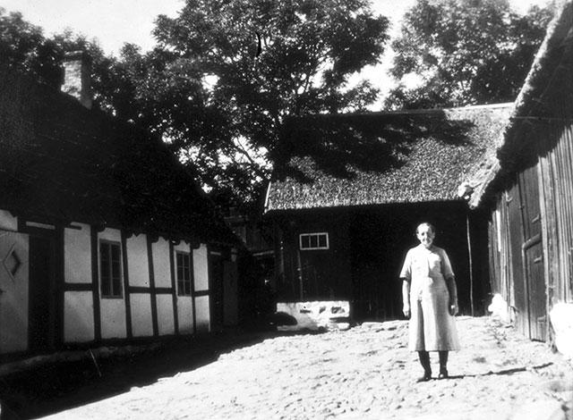 Agnes Nilsson i gården Gummenas i Skepparkroken c:a 1950