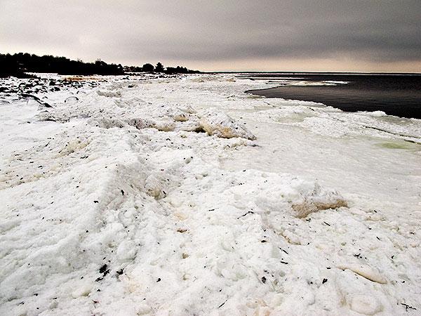 Islossning i Skälderviken vid Björkhagens badbrygga