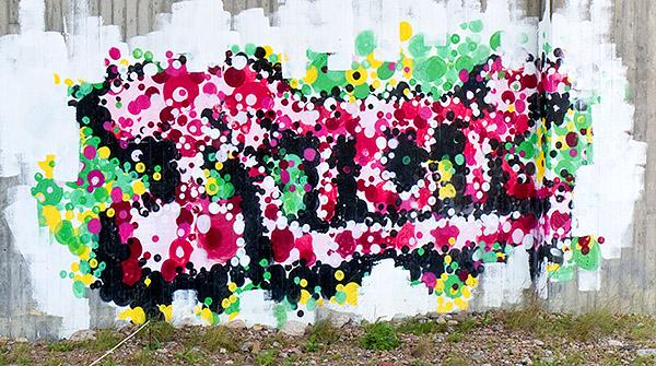 Graffiti under bron över järnvägen vid Skepparkroken