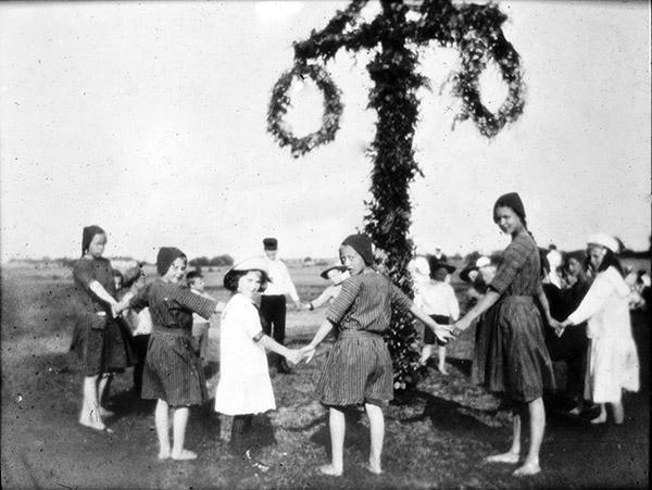Midsommarängen vid Skepparkroken - kanske 1920-talet (foto från Evy Hulth)