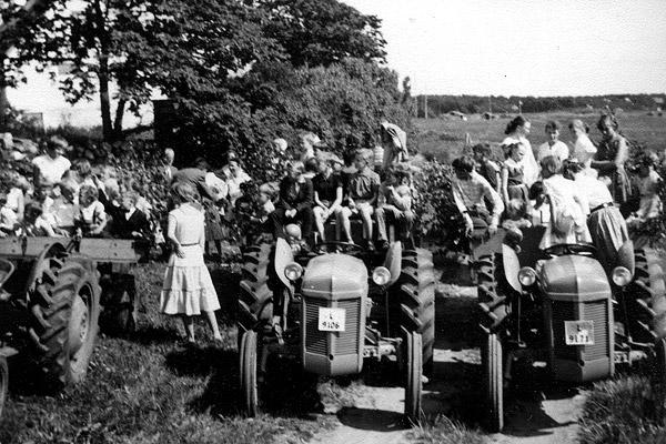 Midsommar i Skepparkroken 1956 - bild 1