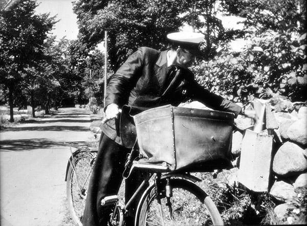 Brevbärare Pettersson i Skepparkroken c:a 1950 (foto från Evy Hulth)
