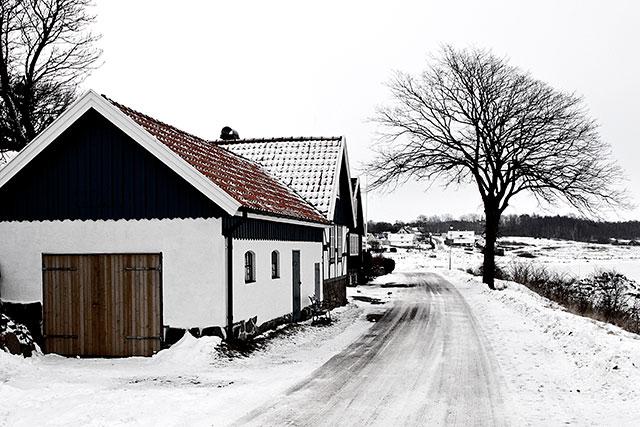Vägen framför Skräddaregården i Skepparkroken i februari 2010