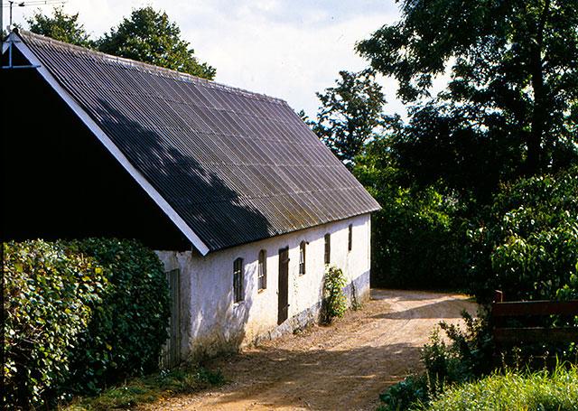 Ladan till Hulths gård i Skepparkroken på en bild från 1980-talet