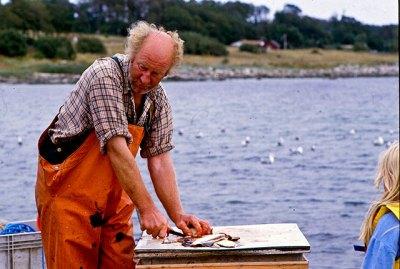 Fiskar-Olle på bryggan i Skepparkroken (1980-tal)