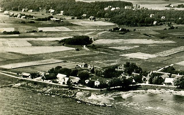 Skepparkroken från luften på en del av ett vykort från c:a 1950