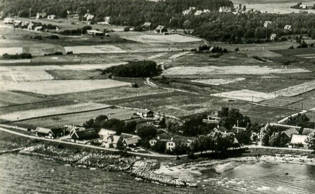 Skepparkroken med Björkhagen i bakgrunden på en del av ett vykort från c:a 1950