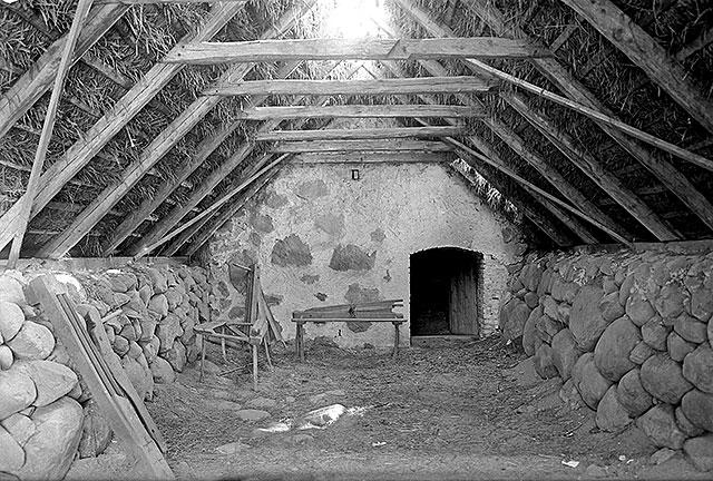 Brydestua och linbastu för linberedning i Magnarp på 1920-talet (foto Robert Romberg)
