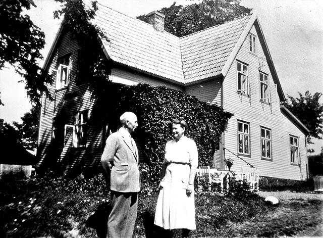 Frans och Maja Fajers vid Almgården c:a 1955