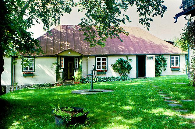 Det mindre huset på Almgården i Skepparkroken c:a 1980