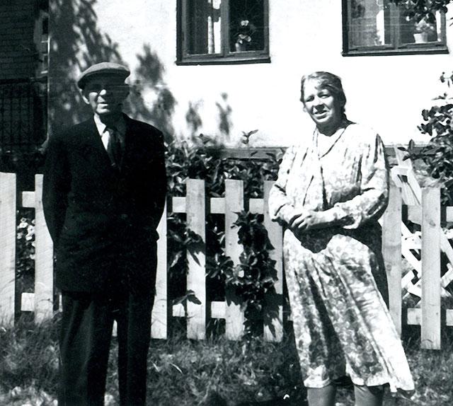 Joel och Mina Svensson c:a 1950 (del av foto lånat av Evy Hulth)