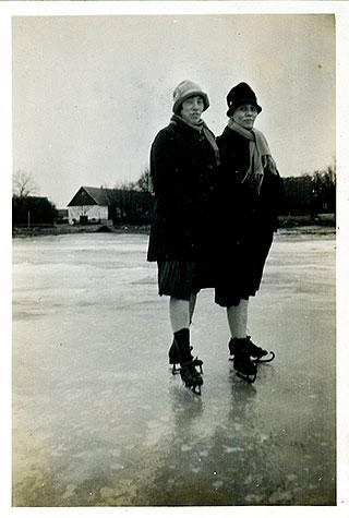 Agnes Thörn och Berta Hellberg c:a 1930 (bilden tillhör Erik Hellberg)