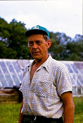 Trädgårdsmästare Claes Nilsson i Skepparkroken c:a 1980 (foto lånat av Evy Hulth)