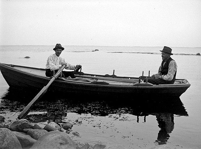 Hjalmar Börjesson och Skepparen Johannes Nilsson i Björkhagen på 1920-talet (foto Robert Romberg)