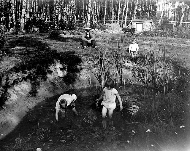 Familjen Rombergs tomt i Björkhagen i slutet på 1920-talet (foto Robert Romberg)