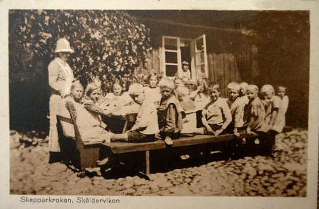 Barnkoloni i Skepparkroken för barn från Lund på ett vykort från c:a 1910