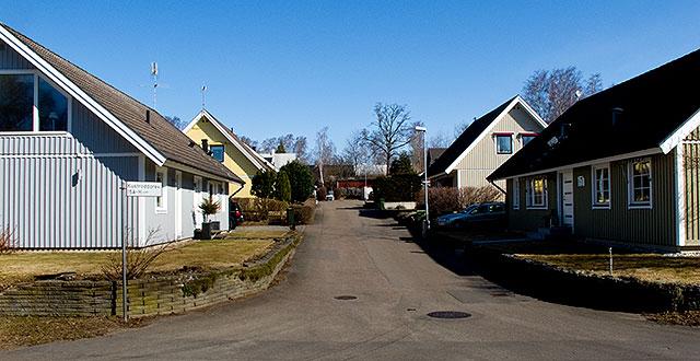 Kustroddarevägen 15 A-H i Björkhagen, där tidigare Lundakolonin låg