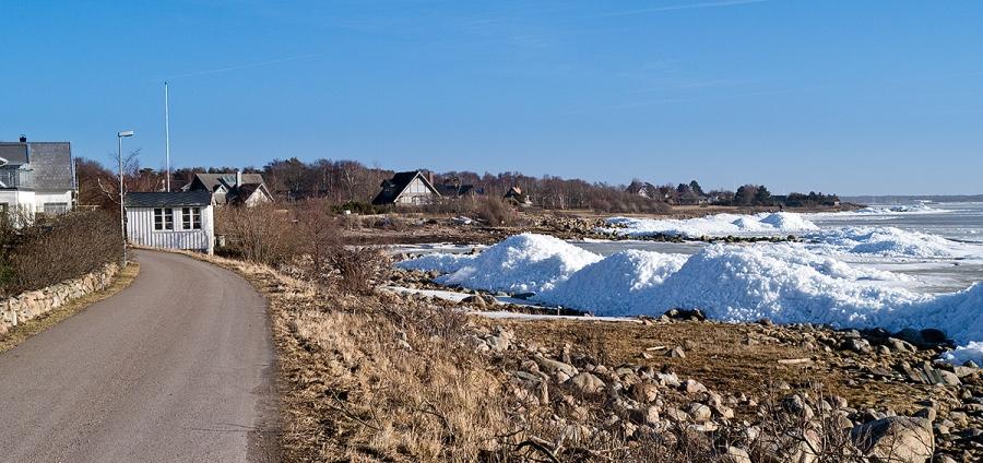 Isberg vid Strandridarevägen i Björkhagen 2012-02-23