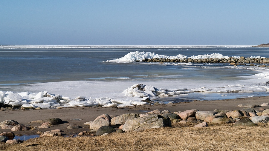 Isberg vid Magnarps strand 2012-02-23