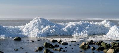 Isberg mellan Björkhagen och Skepparkroken 2012-02-23