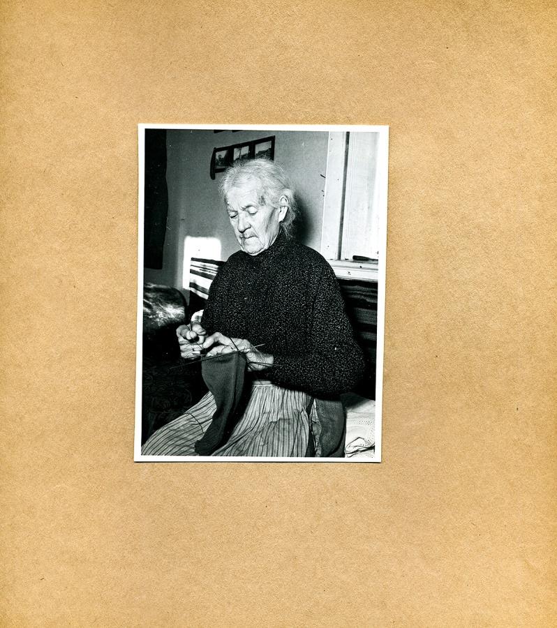Maja Fajers album om Skepparkroken 1950-51 – sidan 23 Albertina Hult