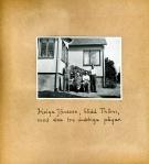 Maja Fajers album om Skepparkroken 1950-51 – sidan 28 Helga Jönsson med söner