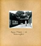 Maja Fajers album om Skepparkroken 1950-51 – sidan 32 Agnes Nilsson i Gummenas gård