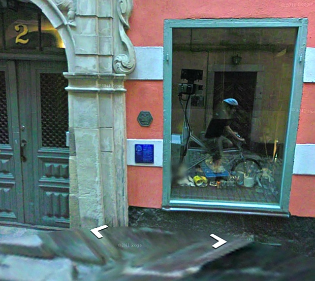 Cyklande Google fotograf i Gamla Stan, Stockholm
