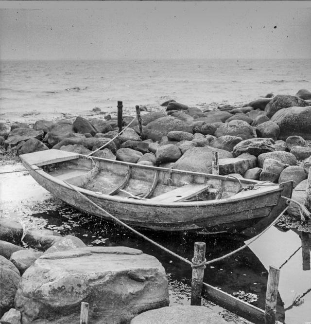 Kås med blekingseka, Båt av den typ som byggs i mellersta Blekinge.