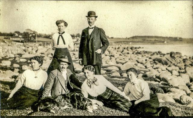 Skräddare Carl Persson stående i mörk hatt c:a 1910