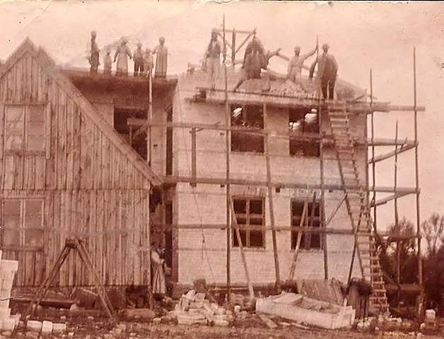 Villa Strandbaden under uppbyggnad ca 1905. (Bilden tillhör Ingemar Kanth)